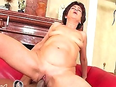 Old bitch Katala gets facial