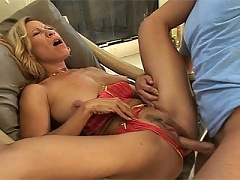 Hottie MILF gets in the car and gets off!