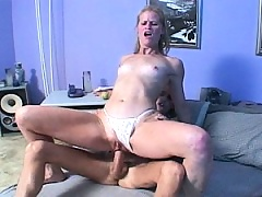 Older pussy takes on a thick cock and gets her cunt filled